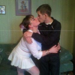 Симпатичная пара, ищем девушку для секса втроём